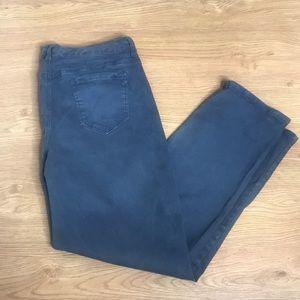 Bandolino Smoke Gray Jeans Size 14 Super Stretchy